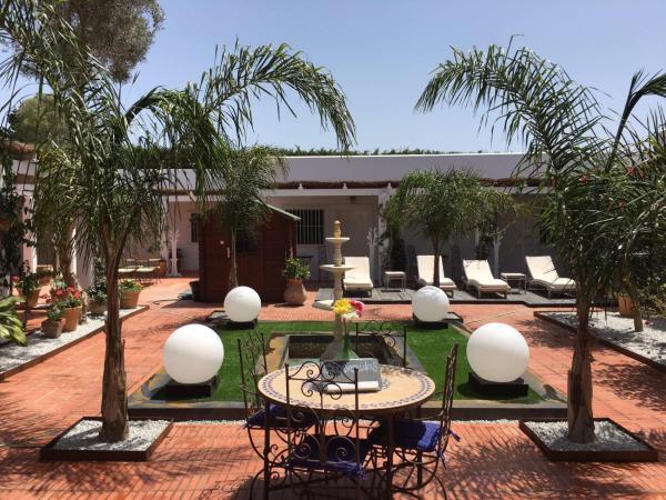 Hotel Pictures: La Carmela Rooms, El Palmar
