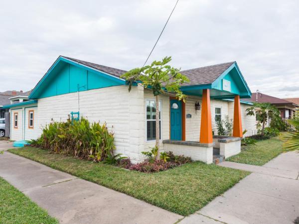 Hotellikuvia: Colorful Galveston House Near Beach Home, Galveston