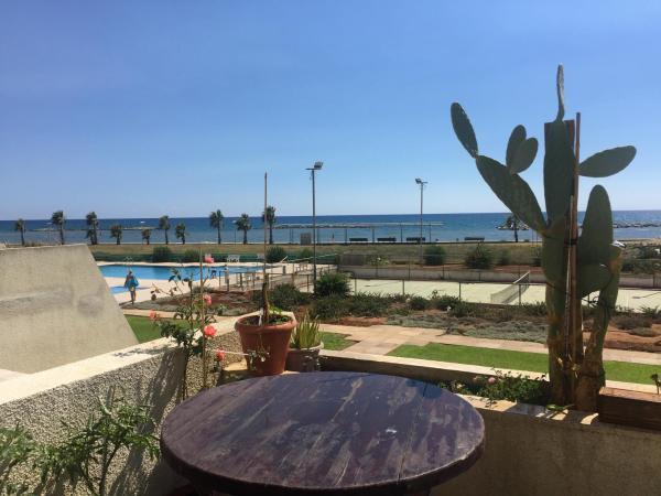 Hotel Pictures: Beachfront Studio, Voroklini