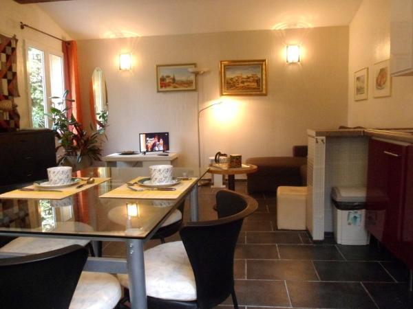 Hotel Pictures: Fontaine des Joncs, Fontjoncouse