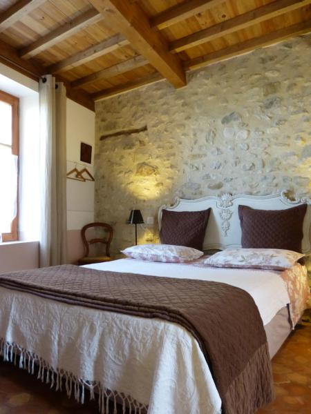Hotel Pictures: Gîte Olivia des Amandiers, Charols