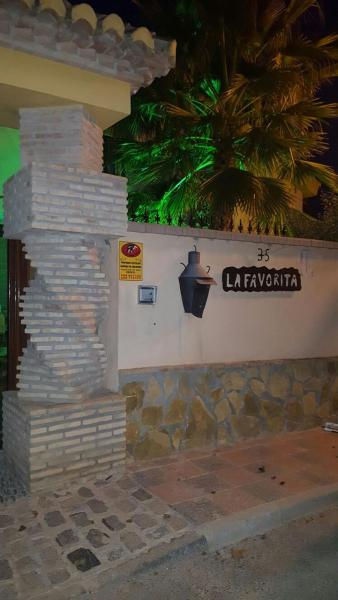 Hotel Pictures: B&B La Favorita, Caparacena