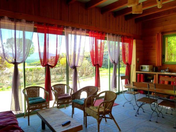 Hotel Pictures: , Châteauneuf-Val-Saint-Donat