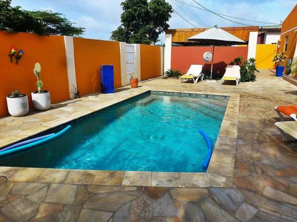 Hotel Pictures: Solo Cu Santo, Oranjestad