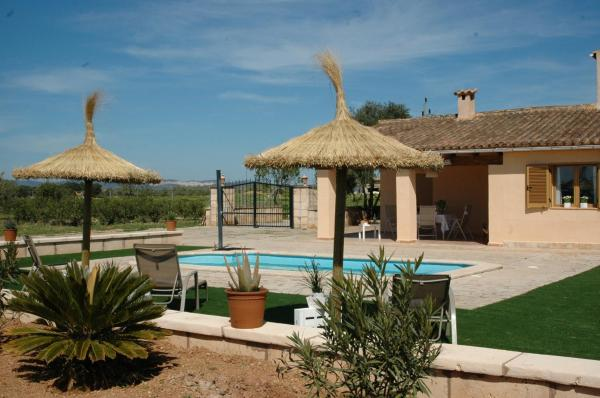 Hotel Pictures: Lodging Apartments Can Roca, Campos