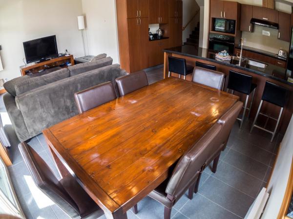 Hotel Pictures: Kookaburra Village Center - KL402, Sun Peaks