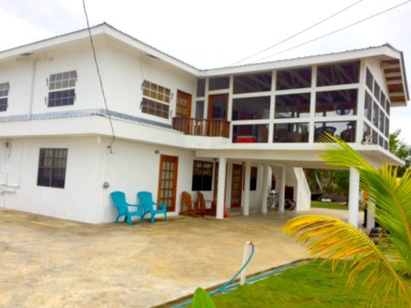 Hotel Pictures: Bamboleo Inn Belize, Belize City