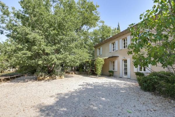 Hotel Pictures: Bastide au pays de Cézanne, Beaurecueil