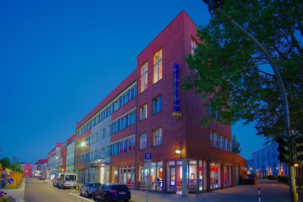Hotel Pictures: Hoteltow, Teltow
