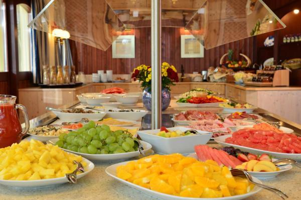 Hotel Pictures: Strandhotel Seerose, Kolpinsee