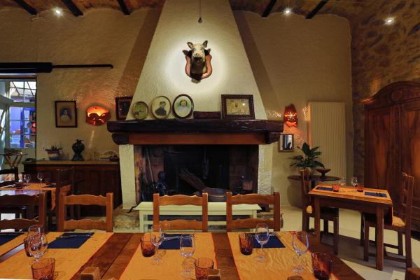 Hotel Pictures: Logis Auberge Du Vigneron, Cucugnan