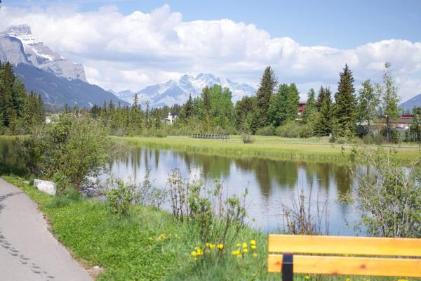 Hotel Pictures: Luxury Canmore Vacations, Canmore