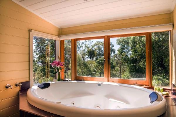 Hotellbilder: Avalon Private Spa Villa with Beautiful Tree Views, Hepburn Springs