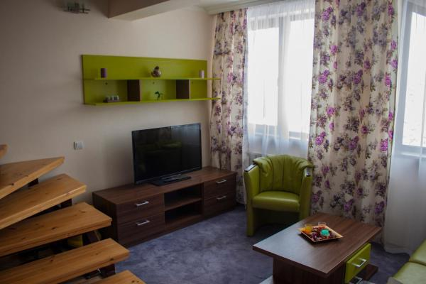 Hotel Pictures: Apartment C51 in BOROVETS GARDENS, Borovets