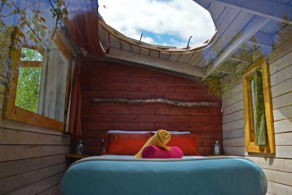 Hotel Pictures: Canopée Lit, Sacré-Coeur-Saguenay