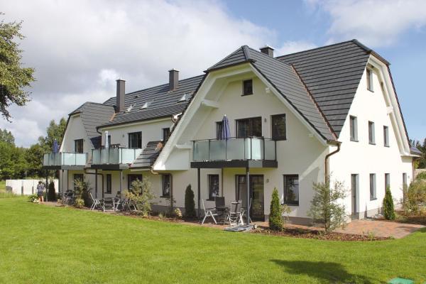 Hotel Pictures: Strandresort Rex Rugia - Haus 13, Lobbe
