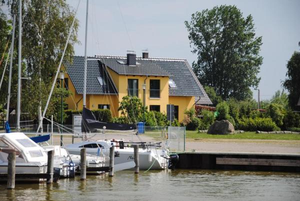 Hotel Pictures: Ferienhaus am kleinen Hafen, Neuendorf
