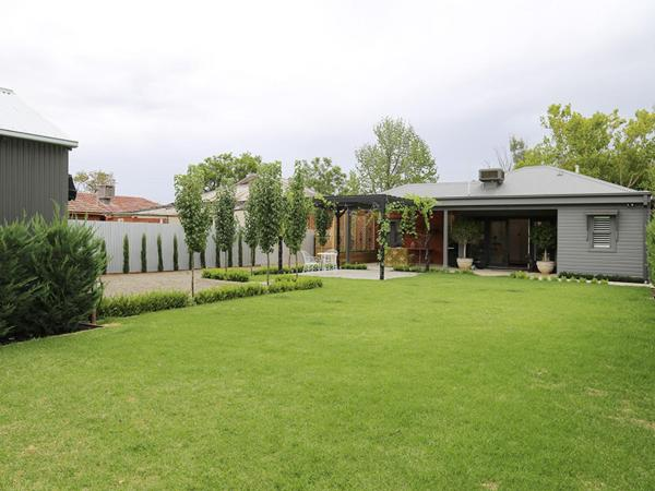 Hotel Pictures: Inglis House: Central style, Wagga Wagga