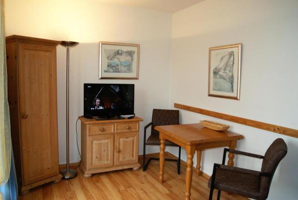 Hotel Pictures: Ferienwohnungen Am Neuensiener See, Seedorf