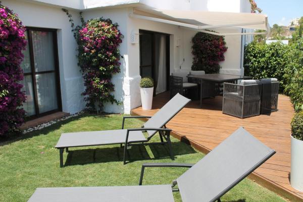 Photos de l'hôtel: Luxueux appartement avec son jardin privatif, Estepona