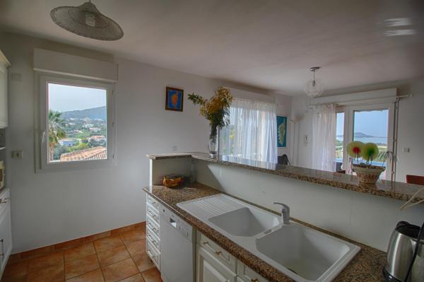 Hotel Pictures: Villa terrasse vue mer U Rigalu, Porticcio