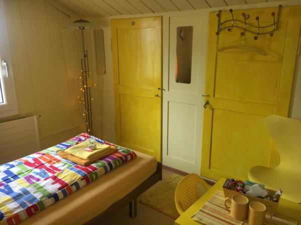 Hotel Pictures: Homestay Color Dream Rooms, Gersau