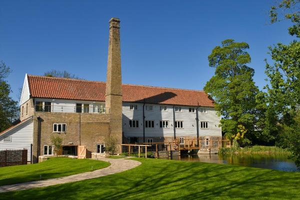 Hotel Pictures: Tuddenham Mill Luxury Boutique Hotel, Tuddenham