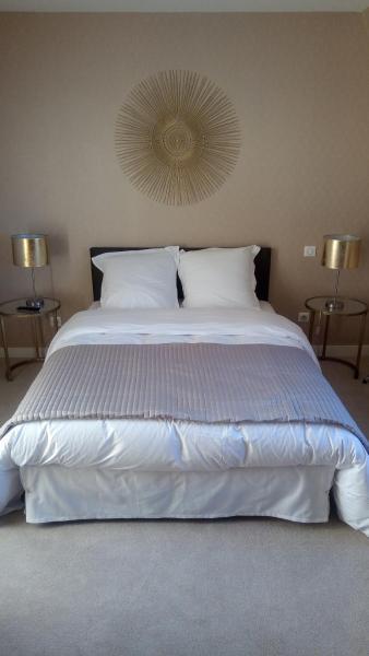 Hotel Pictures: Hotel La Croix De Vernuche, Varennes Vauzelles