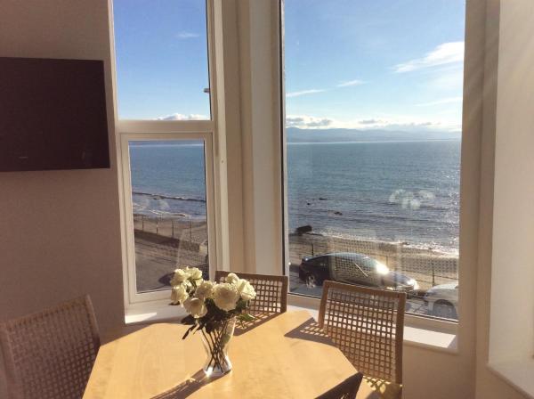 Hotel Pictures: Marine Terrace Apartments, Criccieth