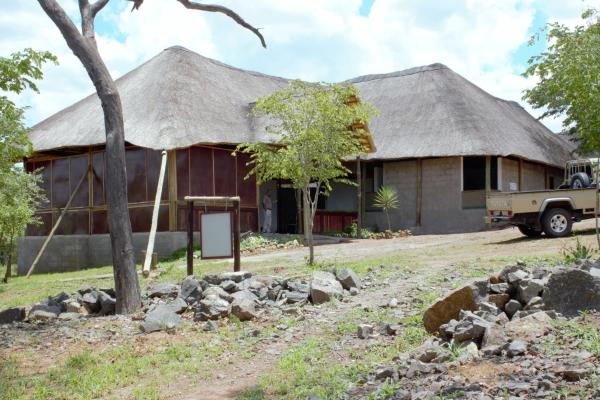 Hotel Pictures: Lion Roars Lodge, Kasane