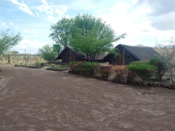 Hotel Pictures: Liya Lodge & Camp Site, Kasane