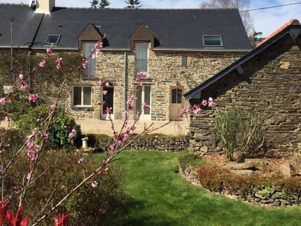 Hotel Pictures: Gites Bretagne Broceliande. Il etait une fois ..., Néant-sur-Yvel