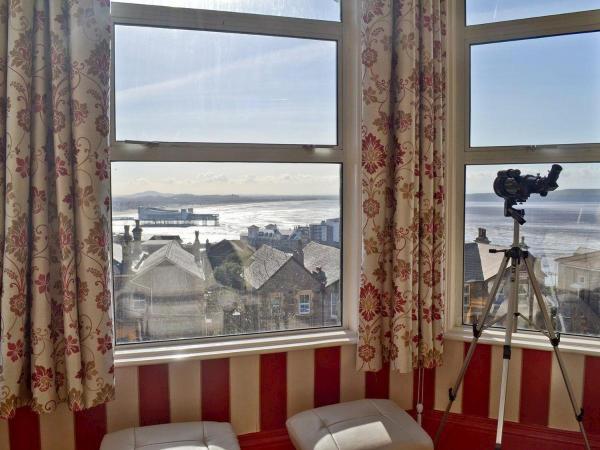 Hotel Pictures: Moreton Mansions, Weston-super-Mare