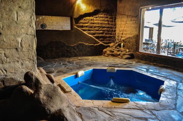 Hotel Pictures: Casagrande Hotel de Adobe, Tinogasta