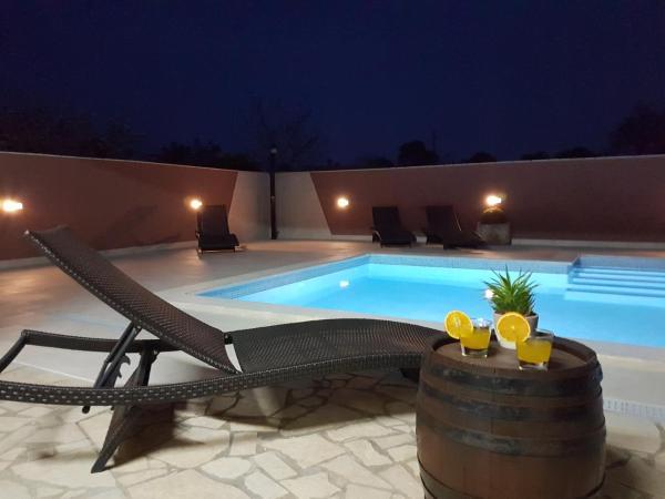 ホテル写真: Villa Komel with Pool, Fažana