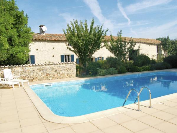 Hotel Pictures: Maison De Vacances - St. Macoux, Saint-Macoux