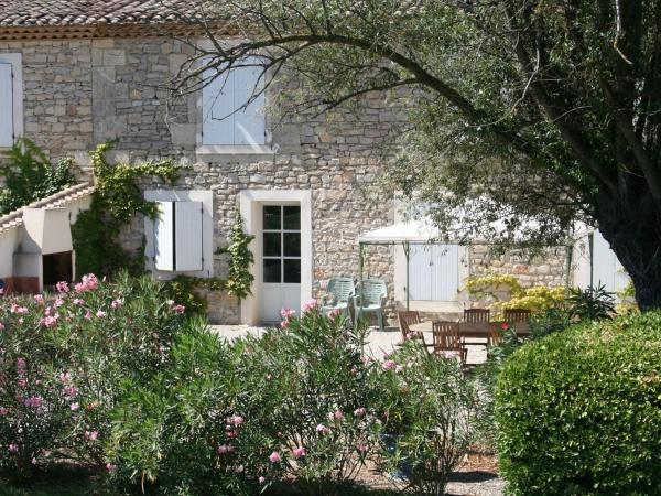 Hotel Pictures: Domaine De Chaberton Maison Le Flamant Rose, Saint-Laurent-d'Aigouze
