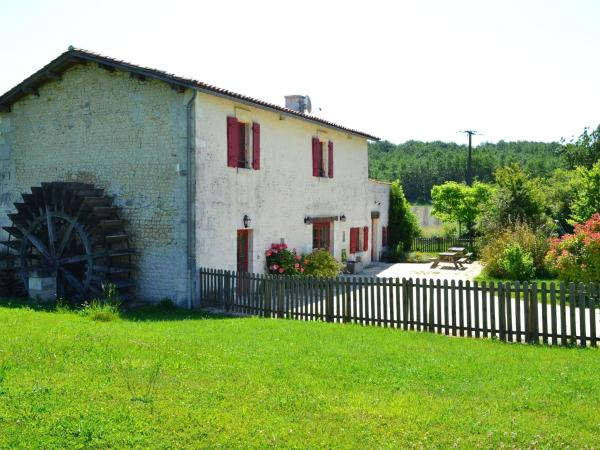 Hotel Pictures: Maison De Vacances - Lignières-Sonneville, Saint-Preuil