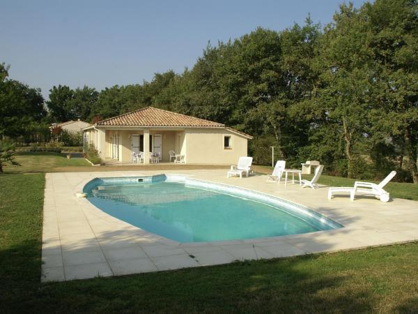 Hotel Pictures: Maison De Vacances - Lougratte, Saint-Eutrope-de-Born
