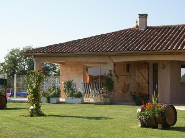 Hotel Pictures: Maison De Vacances - Gazax-Et-Baccarisse, Bassoues