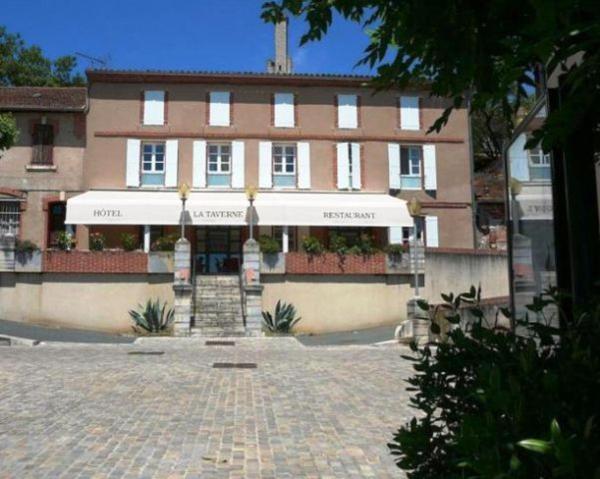 Hotel Pictures: Hôtel Restaurant Besson La Taverne 3*, Castelnau-de-Lévis