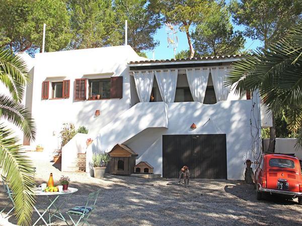 Hotel Pictures: Holiday home Espalmador, Cala Llenya
