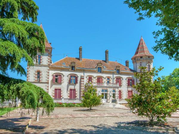 Hotel Pictures: Apartment Chateau De Lastours - Appartement Jasmin, Espalais