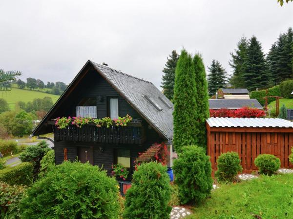 Hotel Pictures: Holiday home An Der Fichtelbergbahn 2, Crottendorf