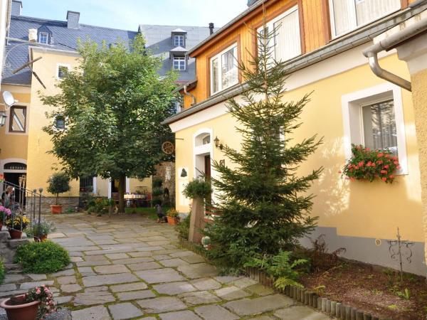 Hotel Pictures: Apartment Vierseitenhof, Annaberg-Buchholz