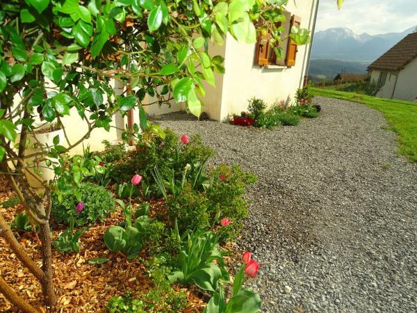 Hotel Pictures: La Bayloune, Lavars