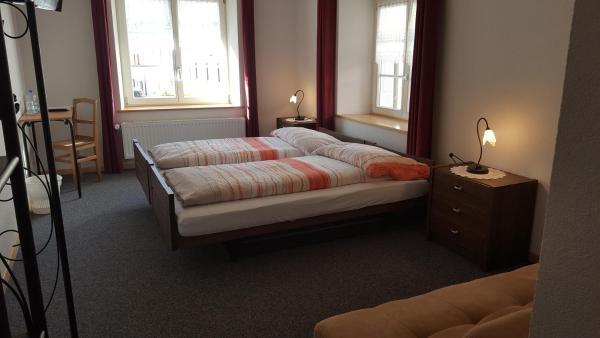 Hotel Pictures: Hotel de la Couronne, Saint-Ursanne