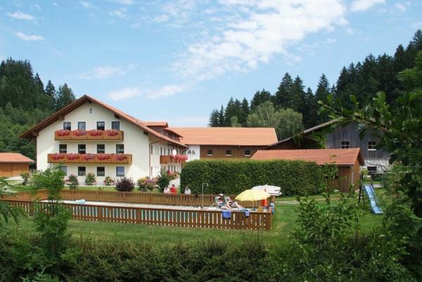 Hotel Pictures: Ferienbauernhof Mehlbach, Kollnburg