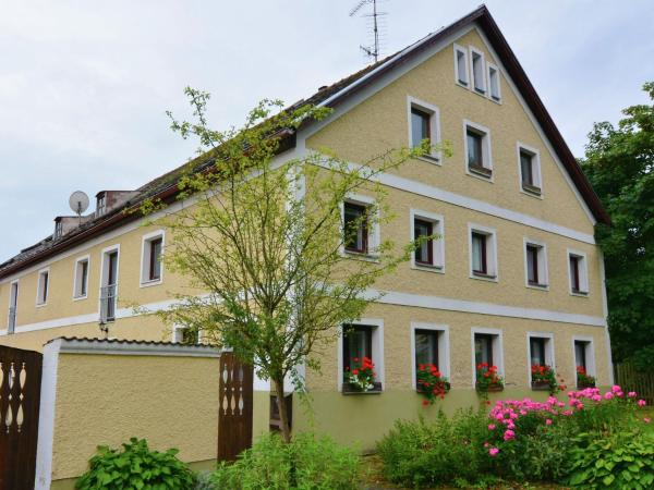 Hotel Pictures: Holiday home Bayerwald 1, Perlesreut