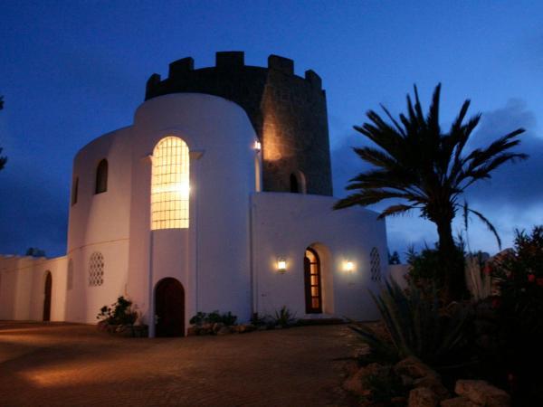 Hotel Pictures: Villa Torre Uschi, Cala Tarida